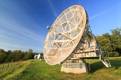 Antena satelitarna w lato krajobrazie, nieba tło obrazy stock