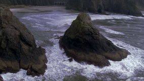 Antena strzał fala płynie w kierunku plaży zbiory wideo