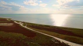 Antena strzał 4K Nieżywego morza widok z lotu ptaka w Ukraina Krajobraz i bogactwa morze zdjęcie wideo