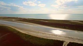 Antena strzał 4K Nieżywego morza widok z lotu ptaka w Ukraina Krajobraz i bogactwa morze zbiory wideo