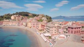 Antena strza? Sestri Levante, piękny miasteczko na Liguryjskim wybrzeżu w Włochy Miasto krajobraz w ramie morze, zdjęcie wideo
