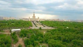 Antena strzelał Moskwa stanu uniwersytet MSU i Vorobievy wzgórzy rekreacyjny teren Krwawych lub Wróblich Obraz Stock