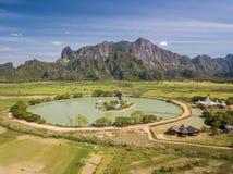 Antena strzelająca buddyjska Kyauk Kalap pagoda obrazy royalty free