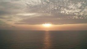 Antena strzelająca piękny morze i zmierzch zdjęcie wideo