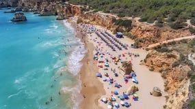 antena Turystyczne plaże Portugalski miasto Portimao Shooted trutniami zdjęcia stock