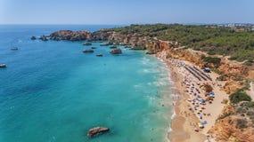 antena Turystyczne plaże Portugalski miasto Portimao Shooted trutniami obrazy royalty free