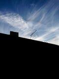 Antena TV στη στέγη Στοκ φωτογραφίες με δικαίωμα ελεύθερης χρήσης