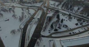 Antena: Ulicy obok Grunwald mosta w Wrocławskim podczas zimy, Polska zdjęcie wideo