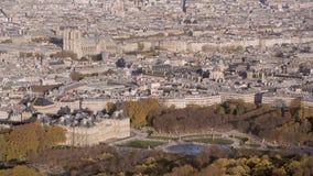 Antena ustanawia strzał Luxembourg ogród Notre Damae jest w tle zbiory wideo