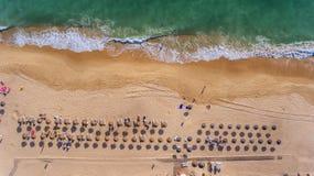 antena Widok od nieba Portugalska plaża w Algarve, Dolina De Lobo zdjęcie stock