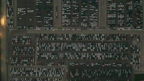 Antena wierzchołka puszek strzelał ogromny automobilowy fabryczny nowy samochodu parking ilustracji