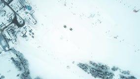 Antena wierzchołka puszka widok dwa śniegu groomers na halnym narciarskim skłonie lub snowcats Obrazy Stock