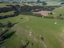 Antena, ziemie uprawne Z Nowa Zelandia Bushlands zdjęcie stock