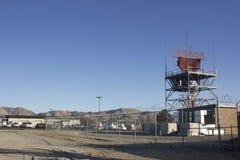 Antenas de radio inalámbricas con las nubes fotos de archivo libres de regalías