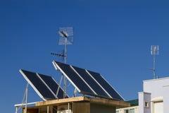 Antenas e painéis solares Fotografia de Stock Royalty Free