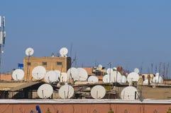 Antenas e receptores satélites Foto de Stock