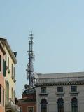 Antenas em telhados velhos Imagem de Stock