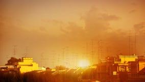 Antenas en el tejado en la puesta del sol Fotos de archivo libres de regalías