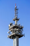 Antenas en una torre de la TV Imagen de archivo libre de regalías