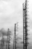 Antenas grandes de las señales de la televisión y de teléfono Fotografía de archivo