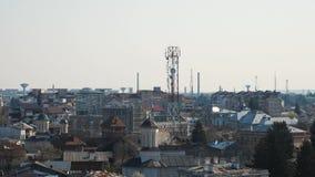 Antenas móviles del G/M en la ciudad almacen de video