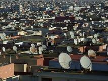 Antenas parabólicas en terraza Fotos de archivo libres de regalías