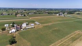 Antenn av Amish lantg?rdar arkivbilder
