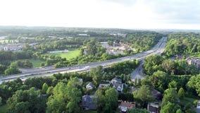 Antenn av blåttrutten för mellanstatlig huvudväg 476 i den Radnor församlingen, Villanova, Pennsylvania stock video