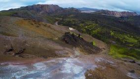 Antenn av den geotermiska fumarolen i Island i höst lager videofilmer