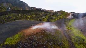 Antenn av den geotermiska fumarolen i Island i höst stock video