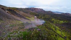 Antenn av den geotermiska fumarolen i Island i höst arkivfilmer