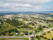 Antenn av den lilla lantliga staden av Sommerville, Texas Next i vad Arkivbild