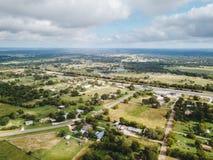 Antenn av den lilla lantliga staden av Sommerville, Texas Next i vad Arkivbilder