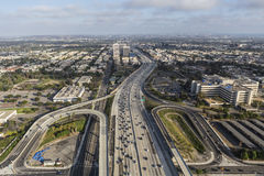 Antenn av den San Diego 405 motorvägen i västra Los Angeles Arkivfoto