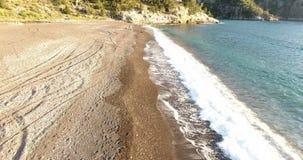 Antenn av det ensamma strand- och turkoshavet stock video