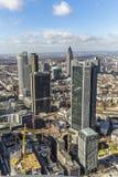 Antenn av det finansiella området i Frankfurt Arkivbild