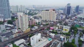 Antenn av ett fantastiskt landskap på en Kina stad med moderna skyskrapor och företag Bästa sikt på en framkallade Hong lager videofilmer