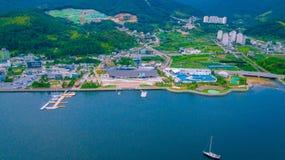 Antenn av Geoje skeppsbyggeri Marine Cultural Center som lokaliseras i den Geoje staden av Sydkorea royaltyfri bild
