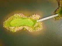 Antenn av golfbanaön royaltyfri foto