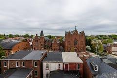 Antenn av historiska i stadens centrum Lancaster, Pennsylvania med bloomin royaltyfria foton