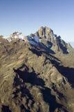 Antenn av Mount Kenya, Afrika och insnöade Januari, det andra högsta berget på 17.058 fot eller 5199 meter Royaltyfri Bild