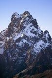 Antenn av Mount Kenya, Afrika och insnöade Januari, det andra högsta berget på 17.058 fot eller 5199 meter Royaltyfria Foton