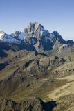 Antenn av Mount Kenya, Afrika och insnöade Januari, det andra högsta berget på 17.058 fot eller 5199 meter Royaltyfria Bilder