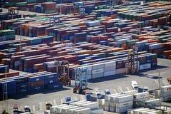 Antenn av sändningsbehållare på Barcelona port royaltyfri bild