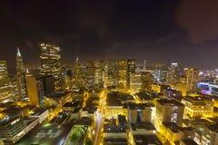 Antenn av San Francisco Downtown vid natt royaltyfri foto