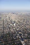 Antenn för eftermiddag för Los Angeles Wilshire Blvd Smoggy arkivbild