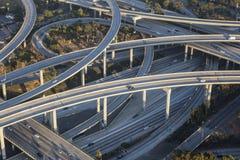 Antenn för Los Angeles 110 och 105 motorvägutbyte Arkivbild