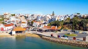 Antenn från byn Alvor i Algarven Portugal Arkivfoton