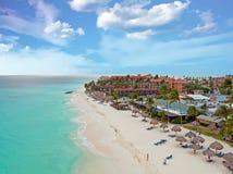 Antenn från den Druif stranden på den Aruba ön i det karibiskt på solar Arkivfoto