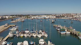 Antenn från hamnen från Lagos Portugal stock video